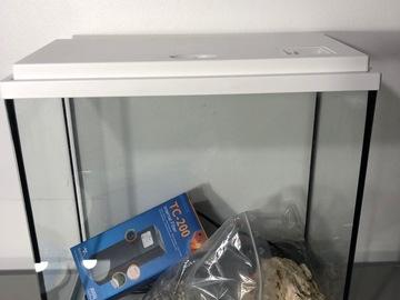 Vente: Aquarium 20 L avec accessoires