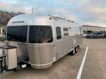 Trailer Sales: 2019 Airstream Flying Cloud 28RB