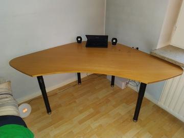 Myydään: Corner desktop table