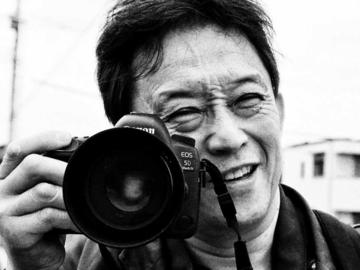 コミュニティ: 体は不自由でも心は自由!松葉杖のカメラマンシギ―吉田さん