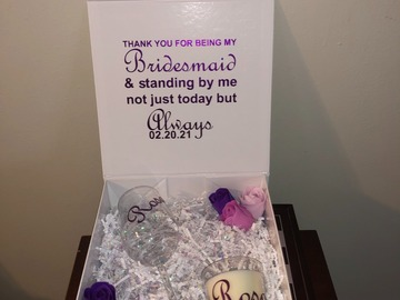 Selling with online payment: Bridesmaid Gift Box Set  - Wine Glass