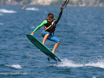 Course & Accomodation: Thrilling Kite Surf Camp in Italy
