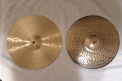 "Selling with online payment: Paiste Signature Traditionals 14"" Medium-Light Hi Hats"