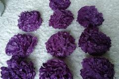 Ilmoitus: kasa pompomeja (violetti, musta, hopea)