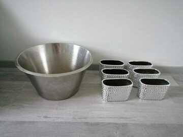 Ilmoitus: 8l teräsvati ja 6kpl hopeisia ruukkuja