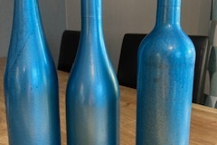 Ilmoitus: Eri mallisia viinipulloja