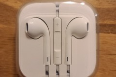 Liquidation/Wholesale Lot: 87 x OEM Apple EarPods with Remote and Mic (MD827LL-A)