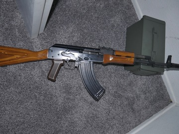 Selling: WE-Tech AK74 GBBR +5 Mags