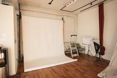 Hourly Rental: Studio Gloss