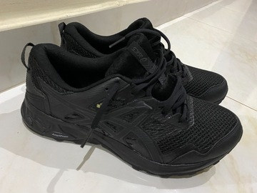 Myydään: Men running shoes ASICS