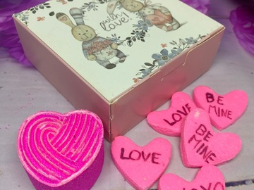 : LOVE IS IN THE AIR ( gift box)