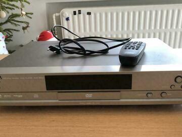 À vendre: Yamaha lecteur CD/DVD Player DVD-S520 - à réparer/pour pièces