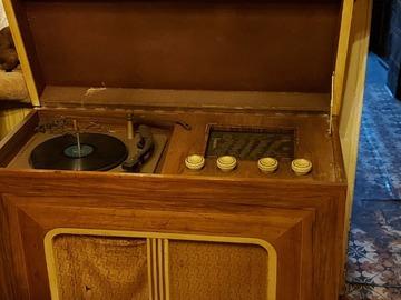 À vendre: Tourne disque ancien à réparer