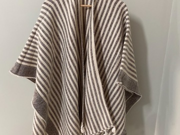 Selling without online payment: H&M shawl