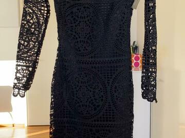 Ilmoitus: Musta pitsinen mekko
