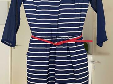 Ilmoitus: Sinivalkoraita mekko