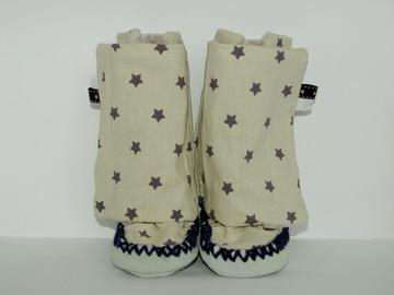 Vente au détail: Chaussons - gris clair aux étoiles