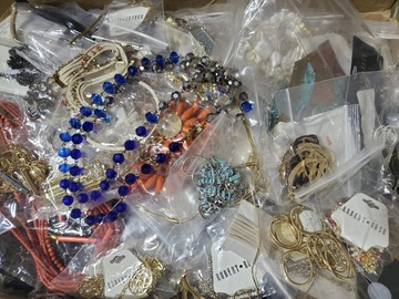Liquidation/Wholesale Lot: 100 Piece New Sample Jewelry Lot Great Quality
