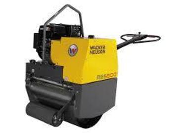 En alquiler: Rodillo simple liso Wacker Neuson RS800