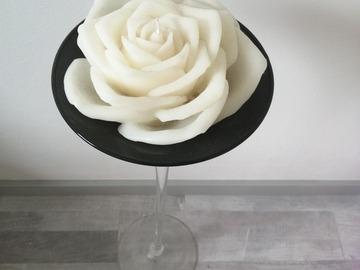 Ilmoitus: upea 50cm korkea kynttelikkö ruusukynttilällä