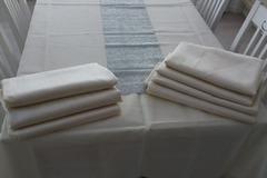 Ilmoitus: valkoisia pöytäliinoja 7kpl 140 x 250cm