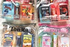 清算批发地: 18 Kids Licensed Hand Sanitizer + Soap + Lip Balm Kits