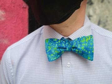 : Handmade bow tie - Blue batik with green spots