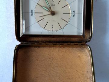 À vendre: Réveil de voyage vintage 1960 Schatz 7 Jewels laiton, à réparer