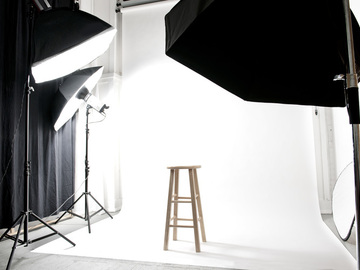 Hourly Spaces: Bright and Airy Photo Studio