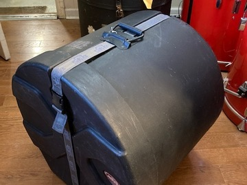 """Selling with online payment: SKB 18"""" tom/bass padded drum case. excellent +. $60"""