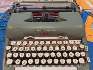 Faire offre: Machine à écrire électrique Smith corona a réparer