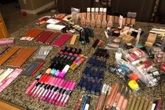 Liquidation/Wholesale Lot: Cosmetics Surprise box