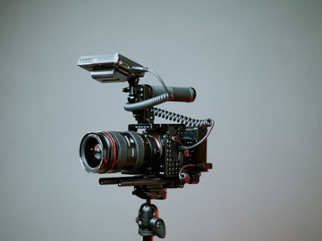 Offering with online payment: Videographer / video Editor