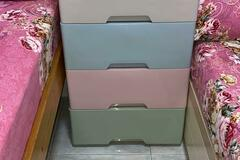 Selling without online payment: 4 drawer plastic cabinets with 2 lock dawer