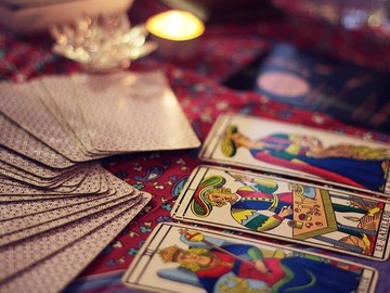 Selling: Gypsy Tarot Card Reading