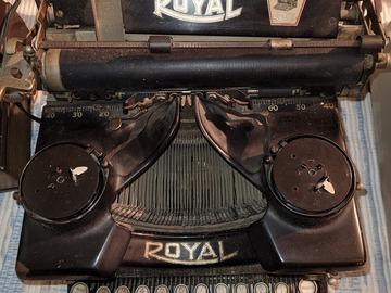 Faire offre: Machine à écrire royal ancienne