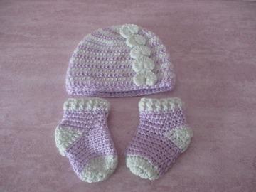 Vente au détail: Ensemble bonnet et chaussette-chaussons