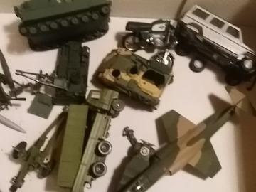 À vendre: maquette, camion , vehicule militaire, moto