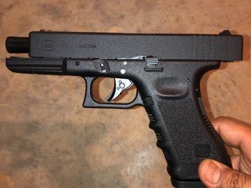 Selling: Umarex licensed Glock 17 Gen 3