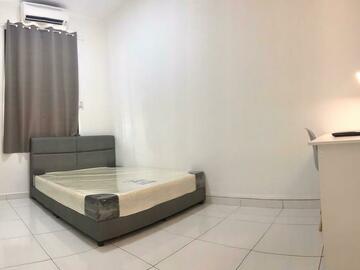 For rent: Medium Room in Bukit Indah [Free Cleaning & Utilities]