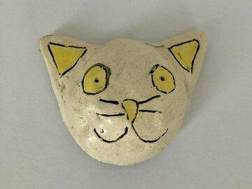 Myydään tavaraa tai tarvikkeita: Kissa, Keltainen
