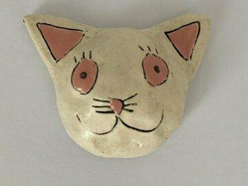 Myydään tavaraa tai tarvikkeita: Kissa, Pinkki