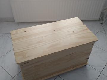 Annetaan: Wooden storage box with wheels (Bauhaus)