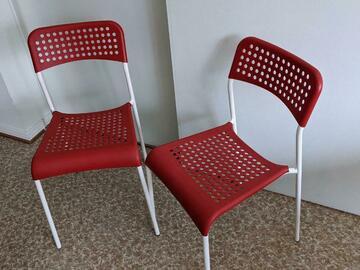 Myydään: 2 red IKEA chairs