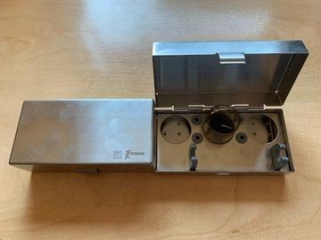Gebruikte apparatuur: metalen houders elk voor 3 scaler tips en een handstuk