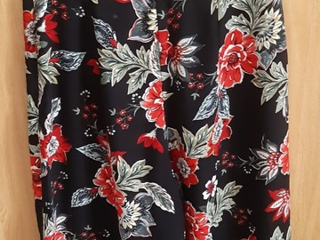 Selling with online payment: Black flowery wide trousets