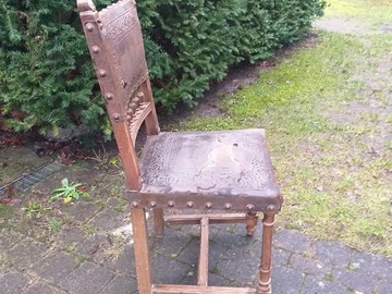 À donner: Chaise en cuir à clous