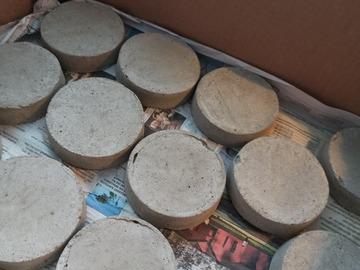 Ilmoitus: 40 kpl betonialustoja