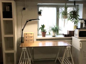 Renting out: Työtila/Työpöytäpaikka Vallilassa >> Working space/Desk for rent