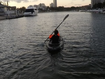 Hourly Rate: Easy Paddle Kayak in the Heart of Surfers Paradise